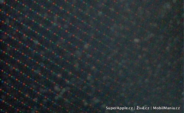 Tela do iPhone 4G num microscópio