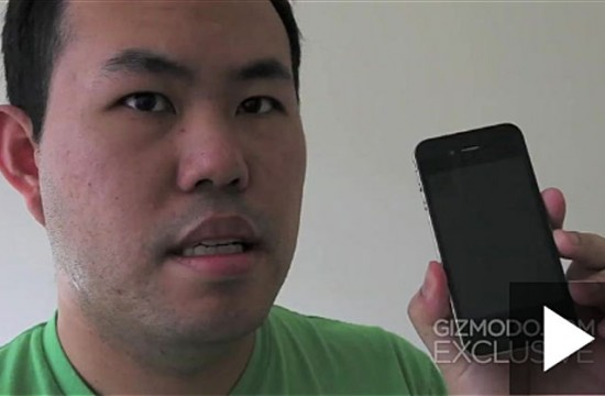 Jason Chen, editor do Gizmodo, com iPhone 4G