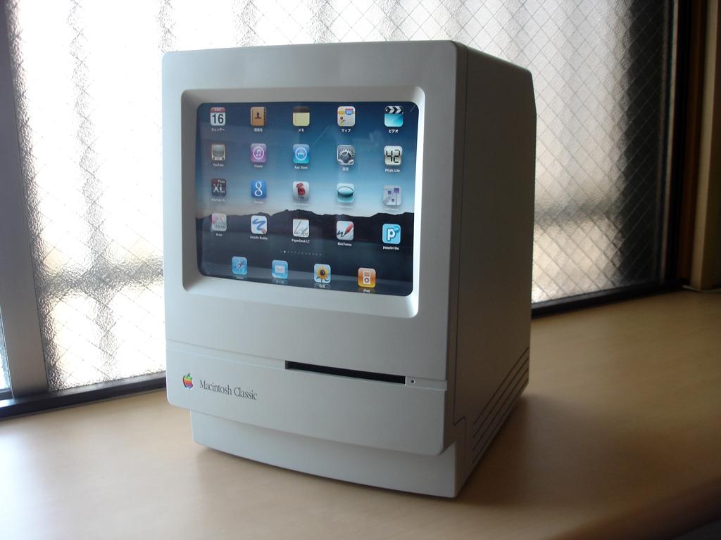 Macintosh Classic modificado com iPad