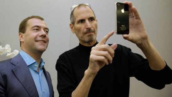 Steve Jobs com iPhone 4