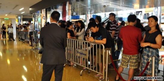 Fila para o lançamento do iPad em Hong Kong