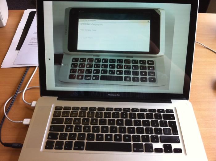 Nokia N9 e MacBook Pro