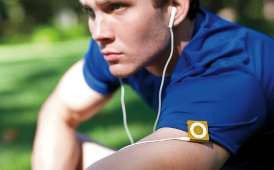 iPod shuffle preso no braço