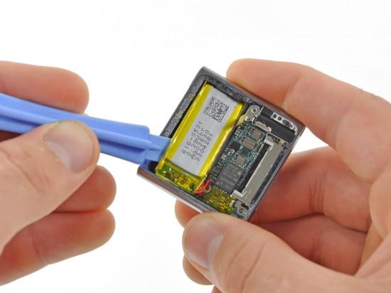 iPod nano 6G aberto; iFixit
