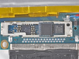 Chips auxiliares do iPod touch 4G; iFixit