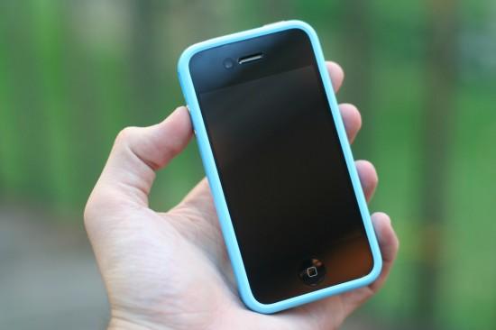 iPhone 4 com Bumper azul