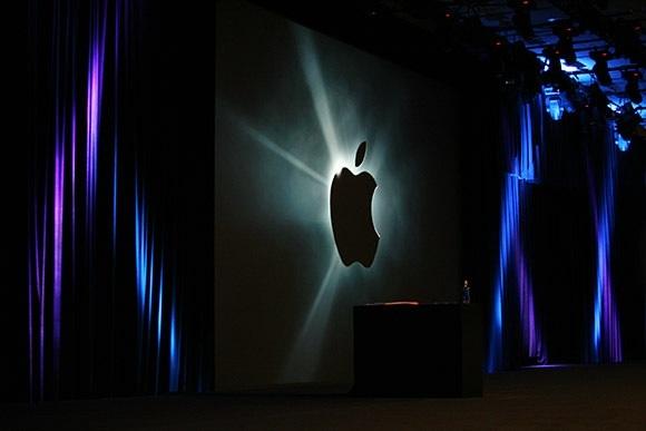 Logo da Apple em cortinas
