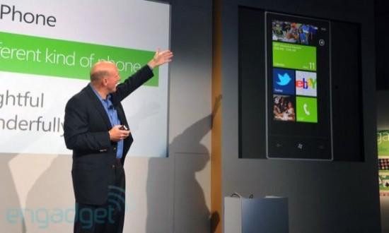 Steve Ballmer apresentando o Windows Phone 7