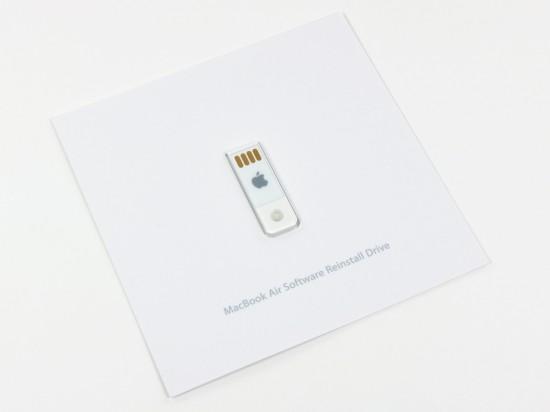 MacBook Air de 11,6 polegadas aberto pela iFixit