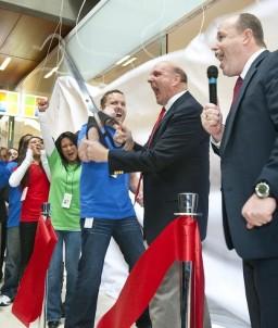 Steve Ballmer abrindo loja da Microsoft