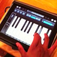 iPad musical - Ellen Hinton