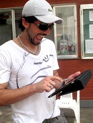 Ricardo Berna e seu iPad