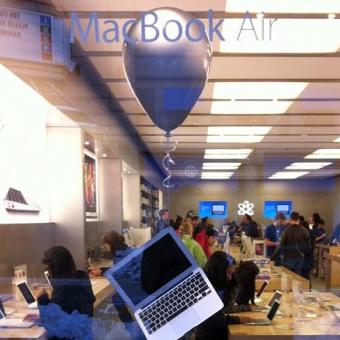 MacBook Air num balão