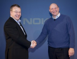 Elop e Ballmer, CEOs da Nokia e Microsoft