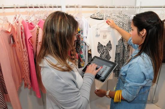 Cesto num iPad sendo usado durante o Fashion Business