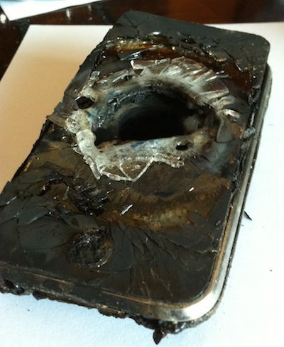 iPhone detonado por Plasma Cutting Robot