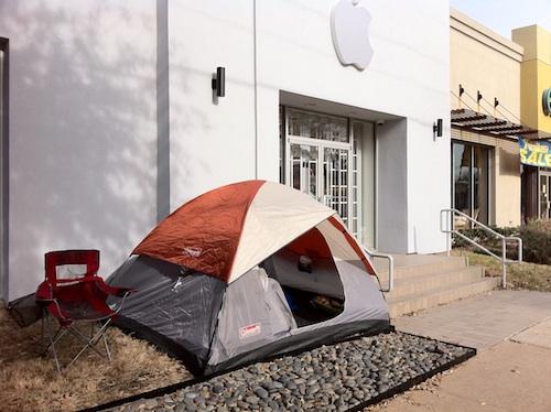 Justin Wagoner acampado em fila pro iPad 2