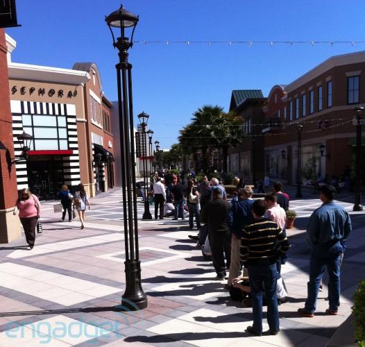Fila para comprar o iPad 2 - Mall of Louisiana
