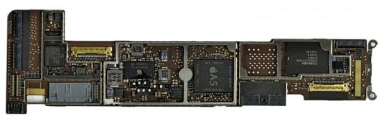 iPad 2 desmontado pela iFixit - detalhes da placa lógica