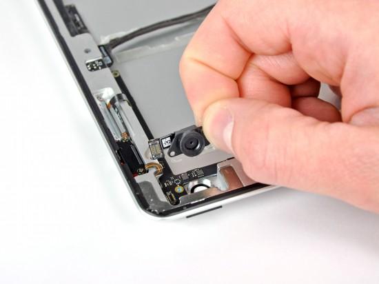 iPad 2 desmontado pela iFixit - câmera traseira