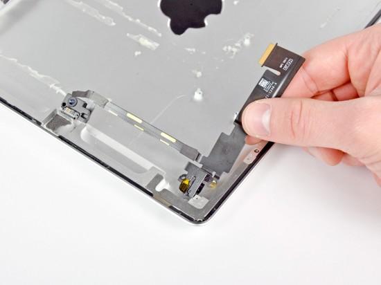 iPad 2 desmontado pela iFixit - removendo câmera dianteira