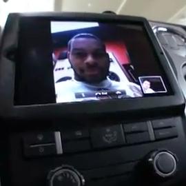 iPad 2 em painel de carro