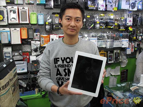 Sr. Lo e iPad branco - M.I.C Gadget