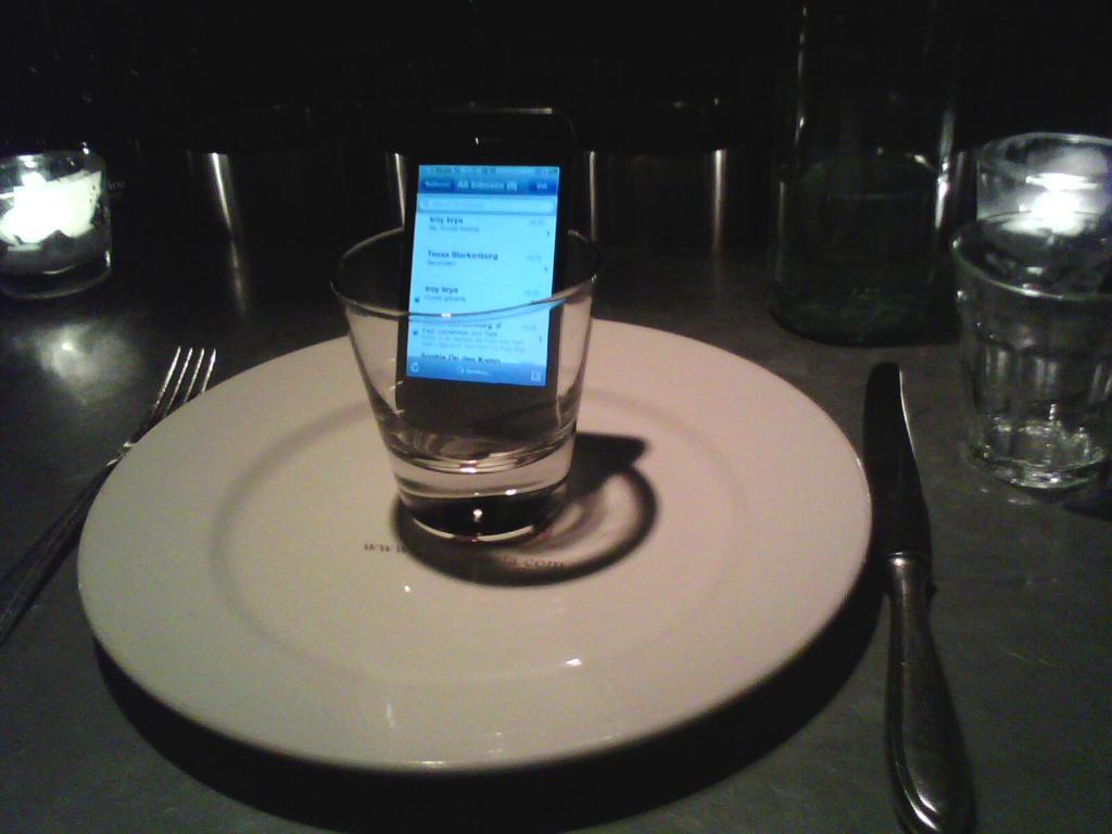 Usando copo para sinal do iPhone