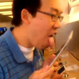 Samuel Yu lambendo iPad