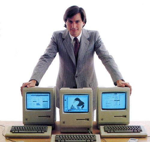 Steve Jobs mais novo com Macintoshes (Macs)