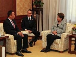 Dilma Rousseff em reunião com Terry Gou