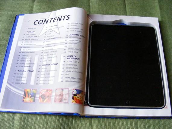 Guinness Book de 2004 com um iPad dentro