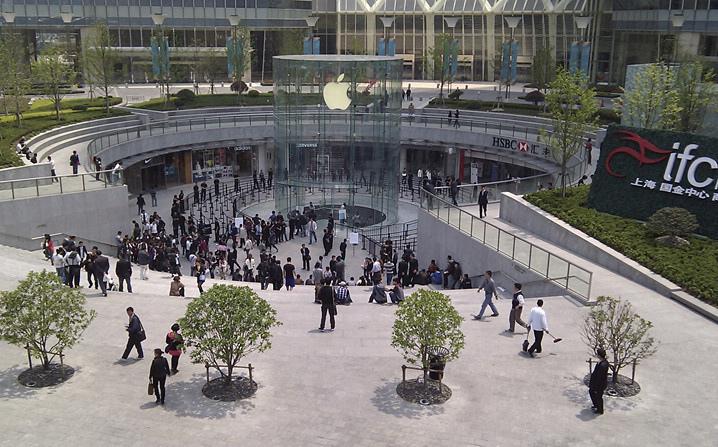 Fila para comprar iPhone branco na China - M.I.C Gadget