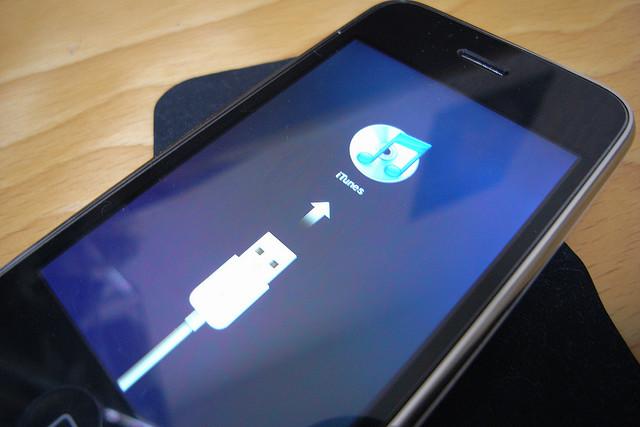 iPhone necessitando-se conectar ao iTunes