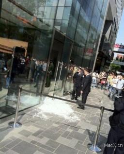 Tumulto na Apple Retail Store de Sanlitun - China