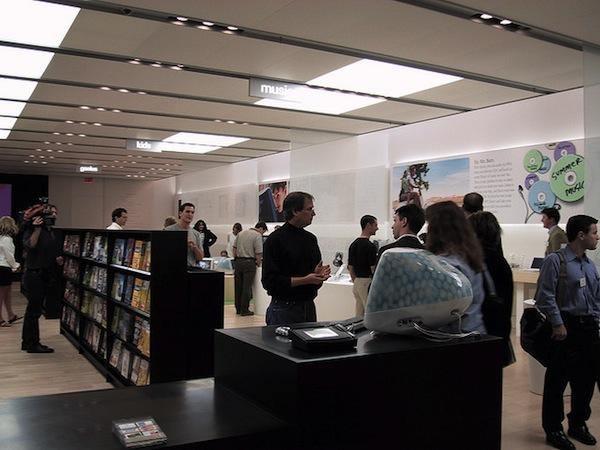 Steve Jobs na primeira Apple Retail Store