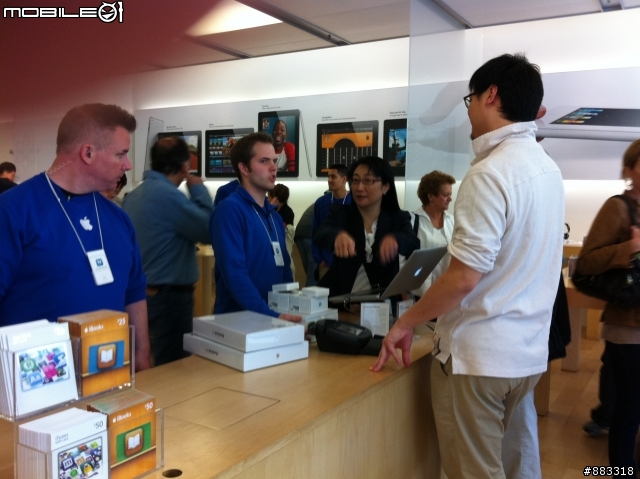 Cher Wang, presidente da HTC, em Apple Retail Store