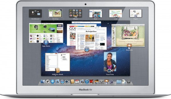 MacBook Air com o Mission Control aberto no OS X Lion