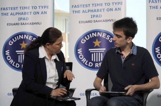 Mikheli Saakashvili registrando recorde no iPad