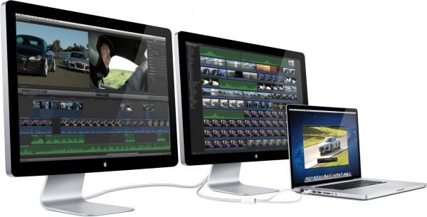 Dois Thunderbolt Displays de lado com MacBook Pro