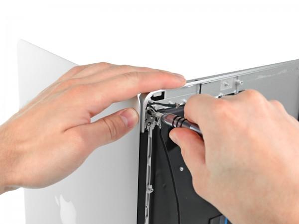 MacBook Air de 13 aberto pela iFixit