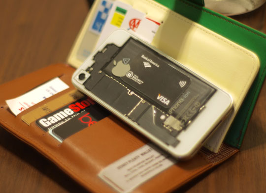 iPhone com NFC à força