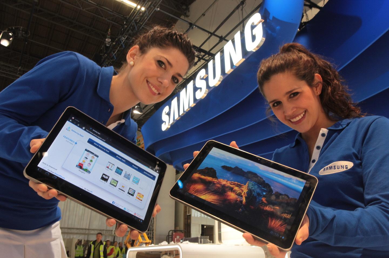 Garotas da Samsung com Galaxy Tabs 10.1