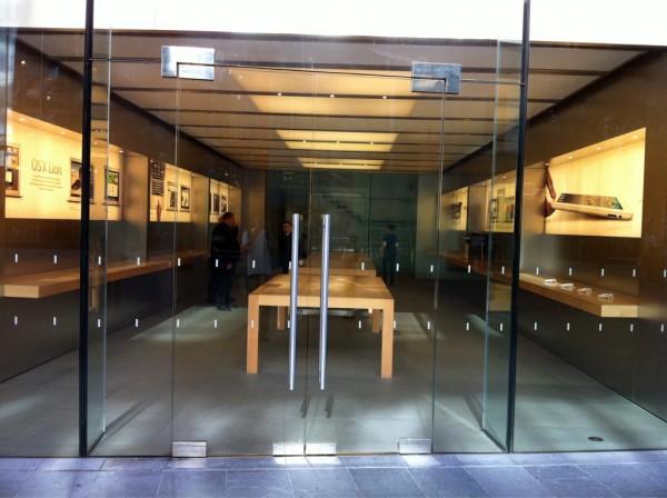 Loja da Apple vazia em Londres