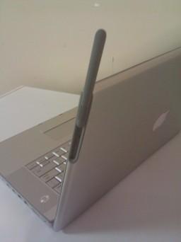 Protótipo de MacBook Pro 3G à venda no eBay