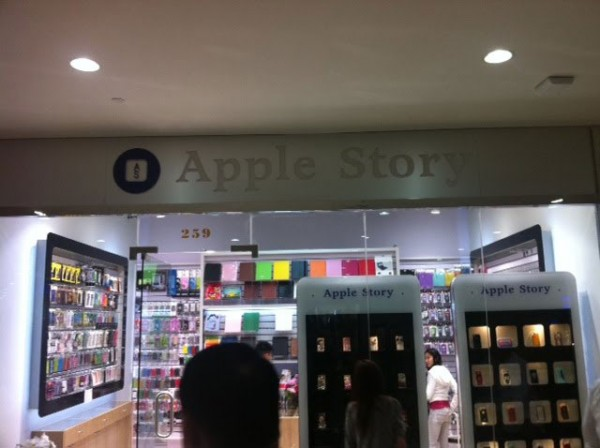 Lojas falsas da Apple em NY repassarão todos seus produtos que possuem a marca da Maçã para a empresa 19-apple-story-600x448