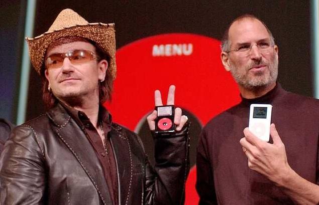 Bono e Steve Jobs lançando o iPod U2