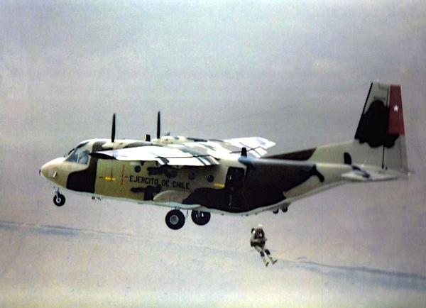 Avião CASA 212