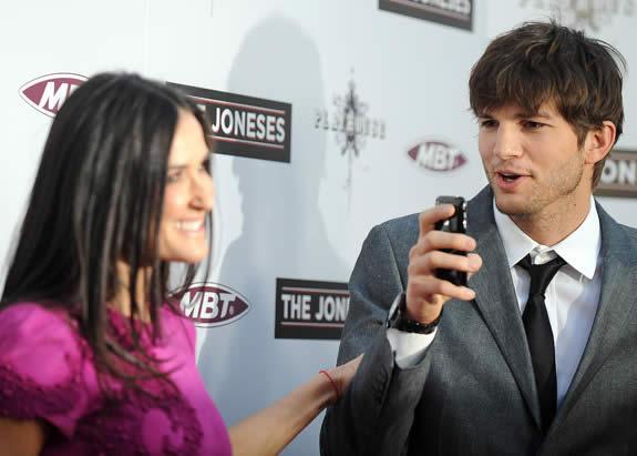 Ashton Kutcher com iPhone