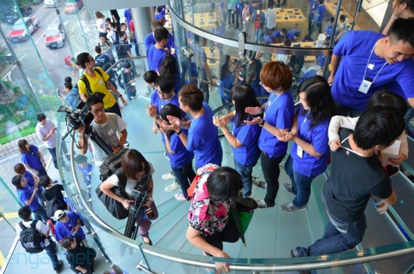 Apple Store de Hong Kong é inaugurada. 24-hongkong05-600x397